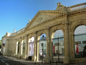 Un magnifique portail XVIIIe siècle : du Jardin Public à la Piscine Judaique...